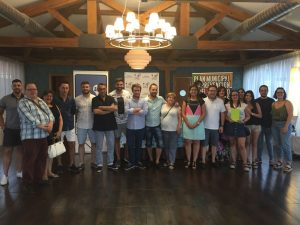 foto de familia de los participantes entrega premios 3º ruta de cócteles sin alcohol - medina del campo